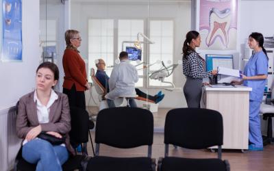 Armazene os principais dados do paciente e evite filas no atendimento com agendamento e regulação por meio de sistema